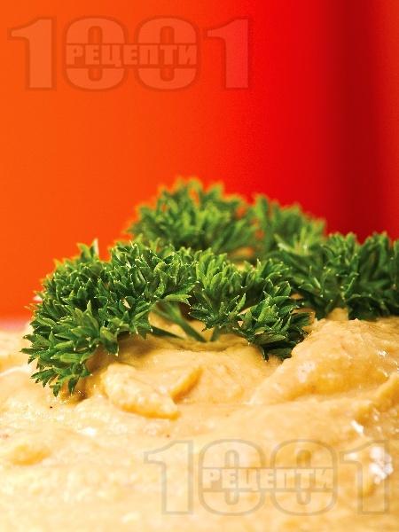 Хумус от нахут с чесън, лимонов сок и червен пипер - снимка на рецептата